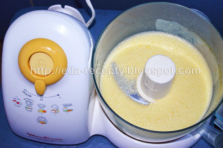 Блинчики тонкие на молоке: яйца взбить с сахаром