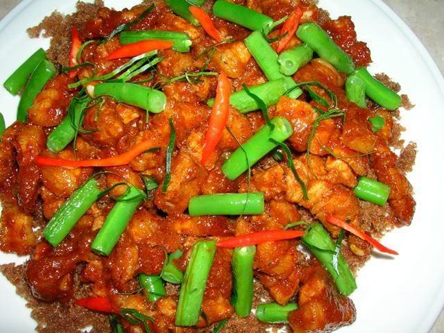 Thai food recipes stir fried pork with red curry paste stir fried pork with red curry paste forumfinder Gallery