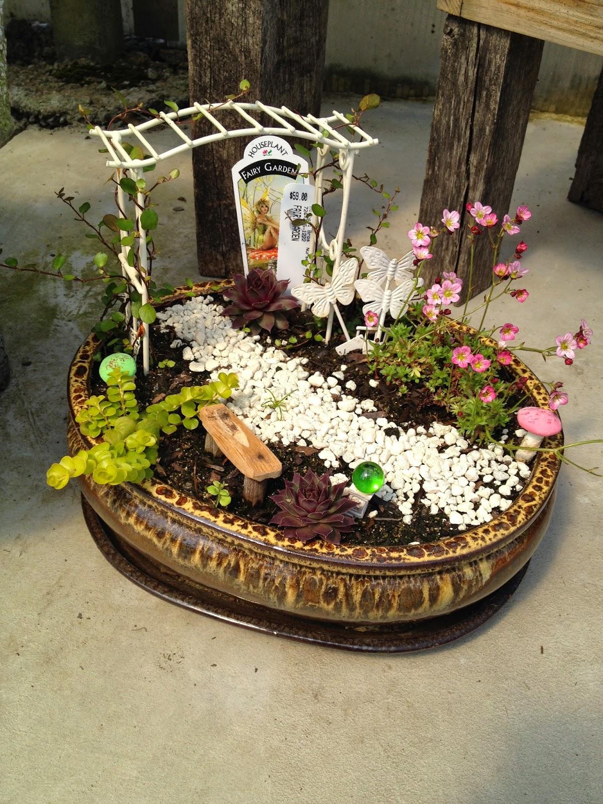 KayteeJanes House: Pyrex Fairy Garden
