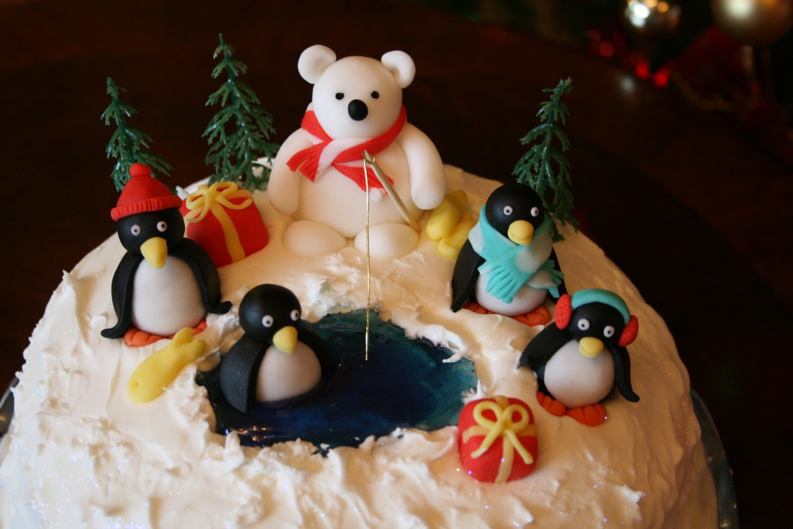 lauralovescakes...: Penguin Party Christmas Cake