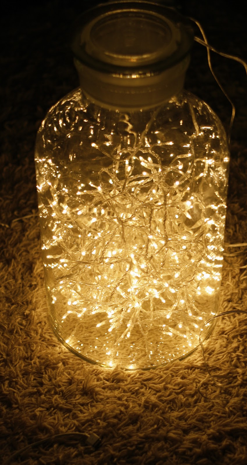 "DIY ""Fireflies In A Jar"" -Light 
