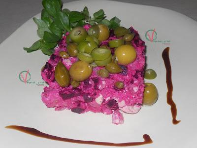 Ensaladilla rosa vegana.