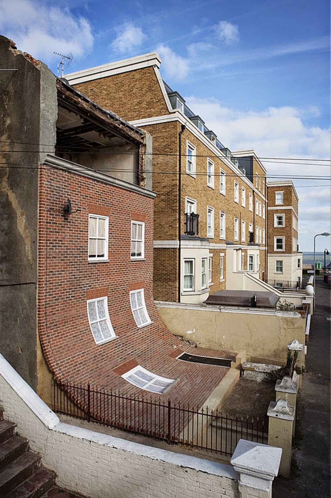 Скользящий дом в Англии
