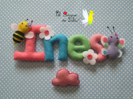 nombre-decorativo-fieltro-detalle-nacimiento-decoración-infantil-Ines-letrero-name-banner-abeja-mariposa