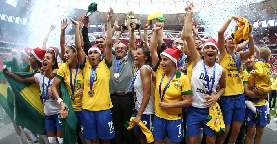 73b188b661 O Brasil venceu no último domingo (22) o Chile por 5 a 0 e conquistou o  tetra do Torneio Internacional de Futebol Feminino. A final ocorreu no  estádio Mané ...