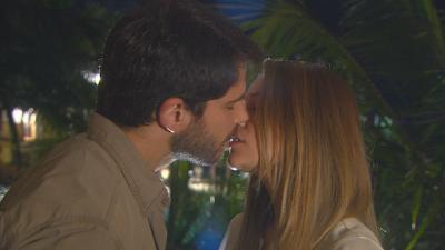 Otávio e Rebeca se beijam – Crédito: Divulgação/ SBT