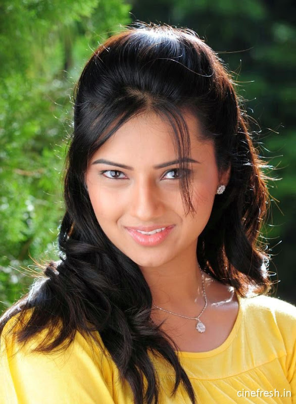 Isha Chawla New Cute Stills Isha chawla Beautiful Photos hot photos