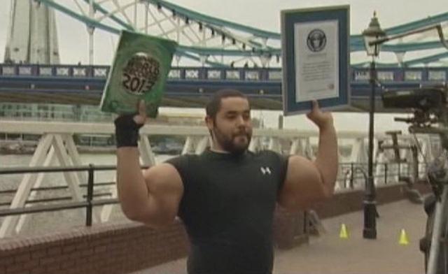 biggest body builders: biggest bodybuilder mustafa ismail