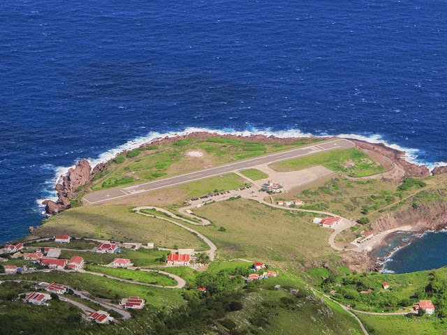 5 Bandara Paling Unik Di Dunia