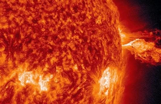 Siang Ini, Matahari Sempat Erupsi