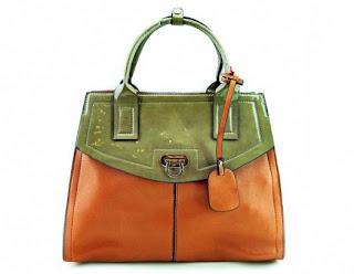 حقائب يد بألوان أنيقة وجذابة