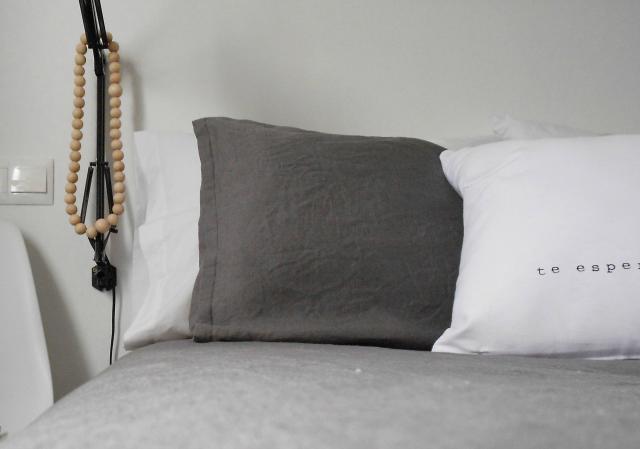 Cambios en mi habitación: blanco, gris y madera
