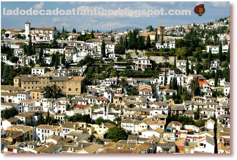 Foto de paisagem urbana dos casarios da cidade de Granada, Espanha