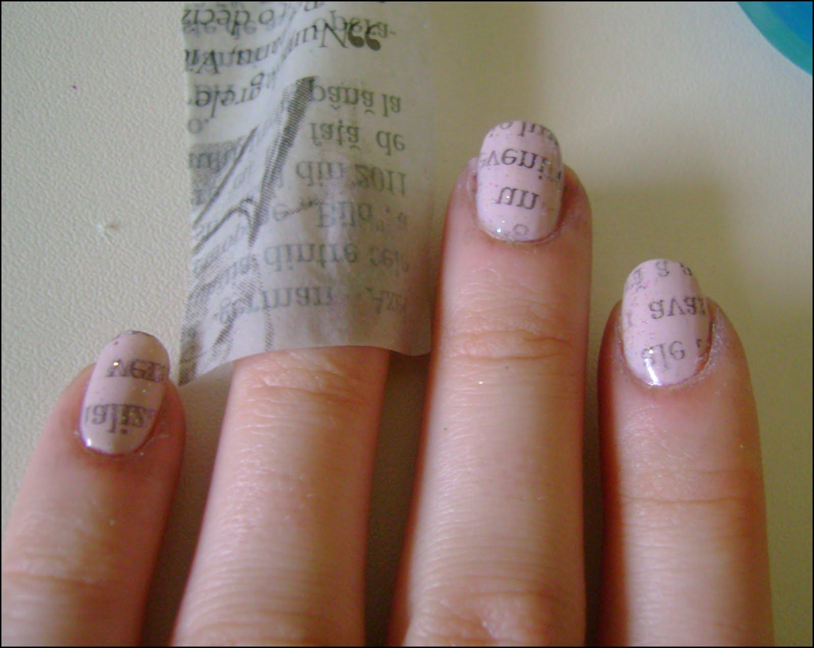 nail polish review: Newspaper nails - TUTORIAL