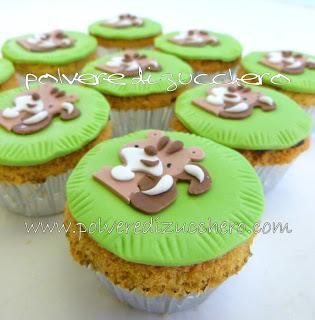 Cupcake dello scoiattolo polvere di zucchero cake design for Decorazione torte e cupcake