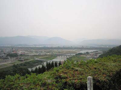 美馬市の景色 (手前が穴吹川・・・奥に吉野川・・・)
