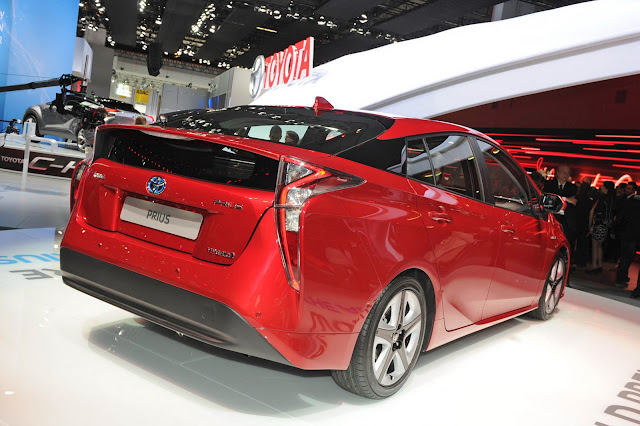 2016 New Toyota Prius style show back view