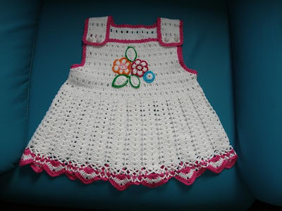 baharlik elorgusu beyaz kizbebek elbise ornekleri Tığ İle İşlenen Kız Bebek Elbise Modelleri
