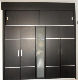 Closet con dos puertas corredizas en la parte de arriba for Disenos de puertas de madera para closets