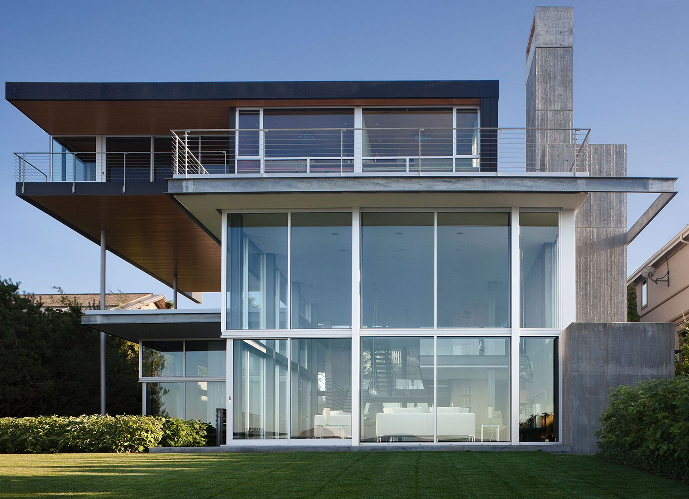 Modern unusual houses graham residence by e cobb for Modern glass window design