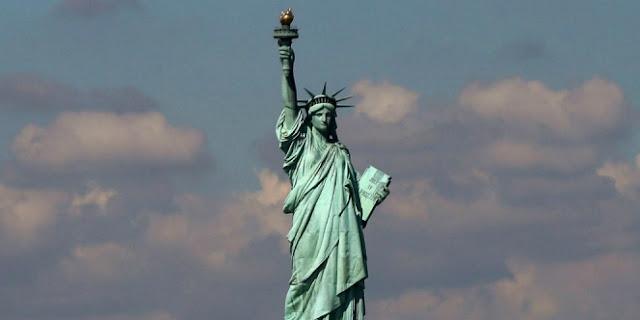 Wanita Patung Liberty Ternyata Muslimah