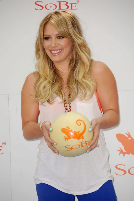 Hilary Duff SOBE Photoshoot Pics At NYC