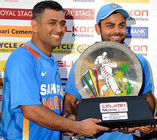 MS-Dhoni-Virat-Kohli-Tri-Series-Trophy-2013