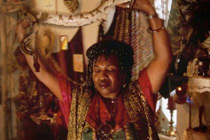 Menyeramkan, Wanita Ini Lakukan Ritual Vodoo Berumur 200 Tahun