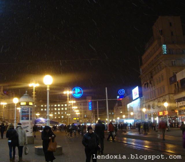 snijeg na trgu bana jelacica