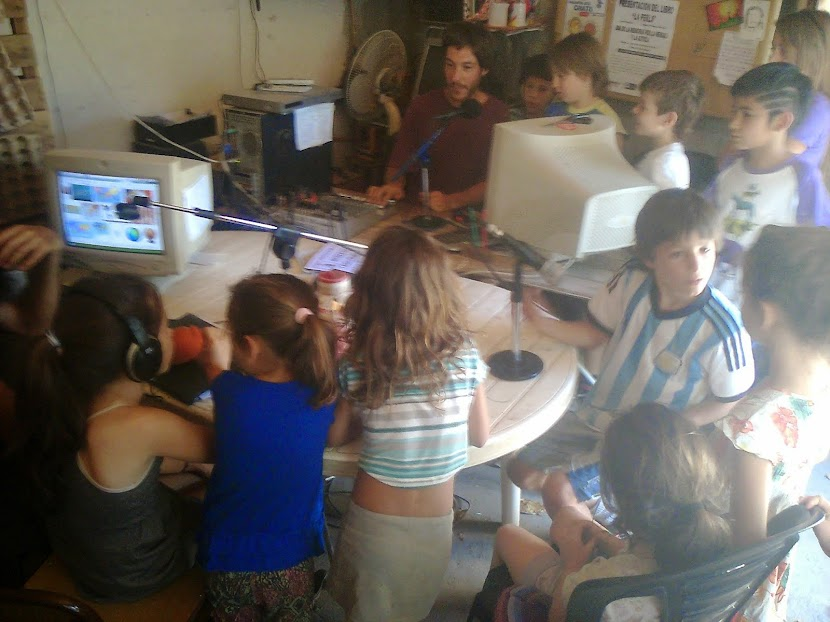Caracoles invaden estudio de radio Garabato