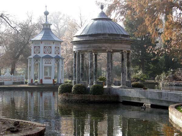 Color y forma el estanque de los chinescos en el jard n for El jardin del principe