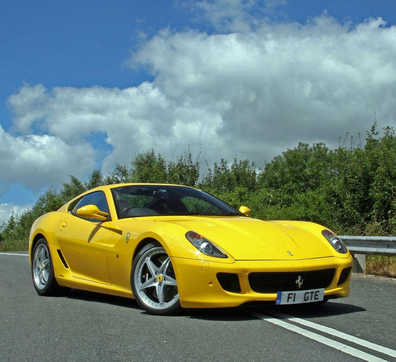 Club 4 Buzz: Yellow Ferrari