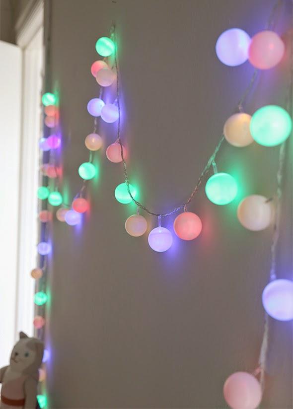 Decoraci n f cil diy guirnalda con leds y bolas de ping pong for Luces led para decorar