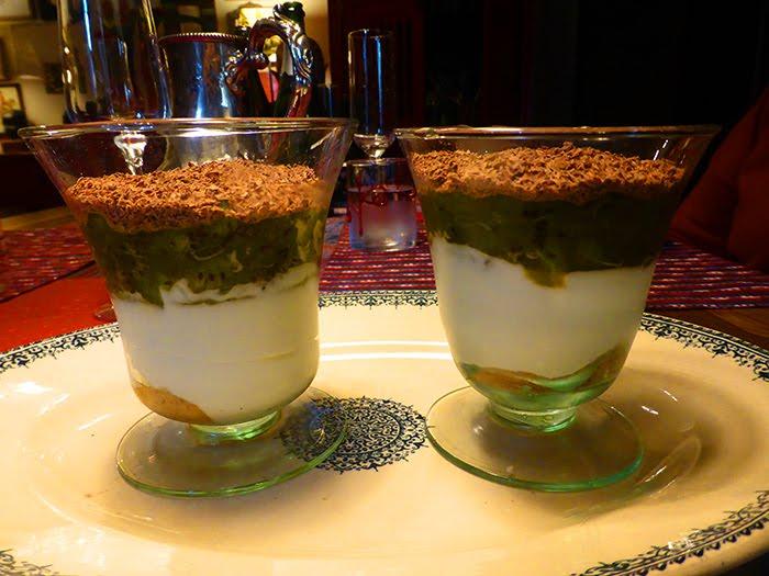 Mousse di yogurt e cioccolato bianco con crema di kiwi