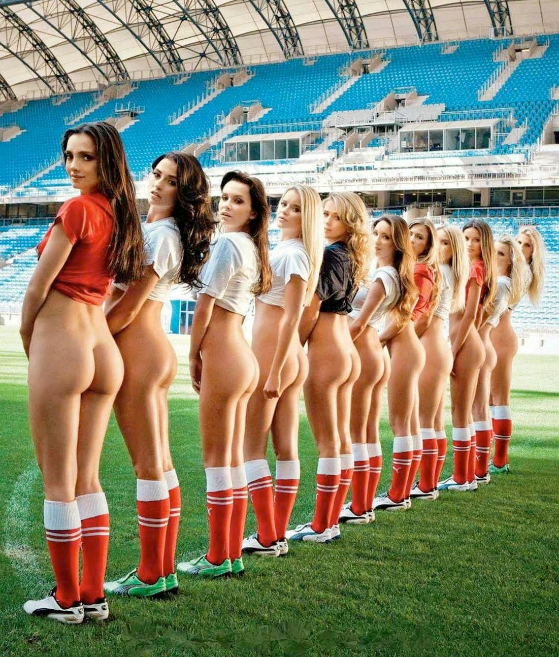 naked hot soccer girls