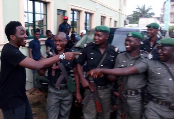 News: Comedian Bovi shares photo with policemen with hilarious caption