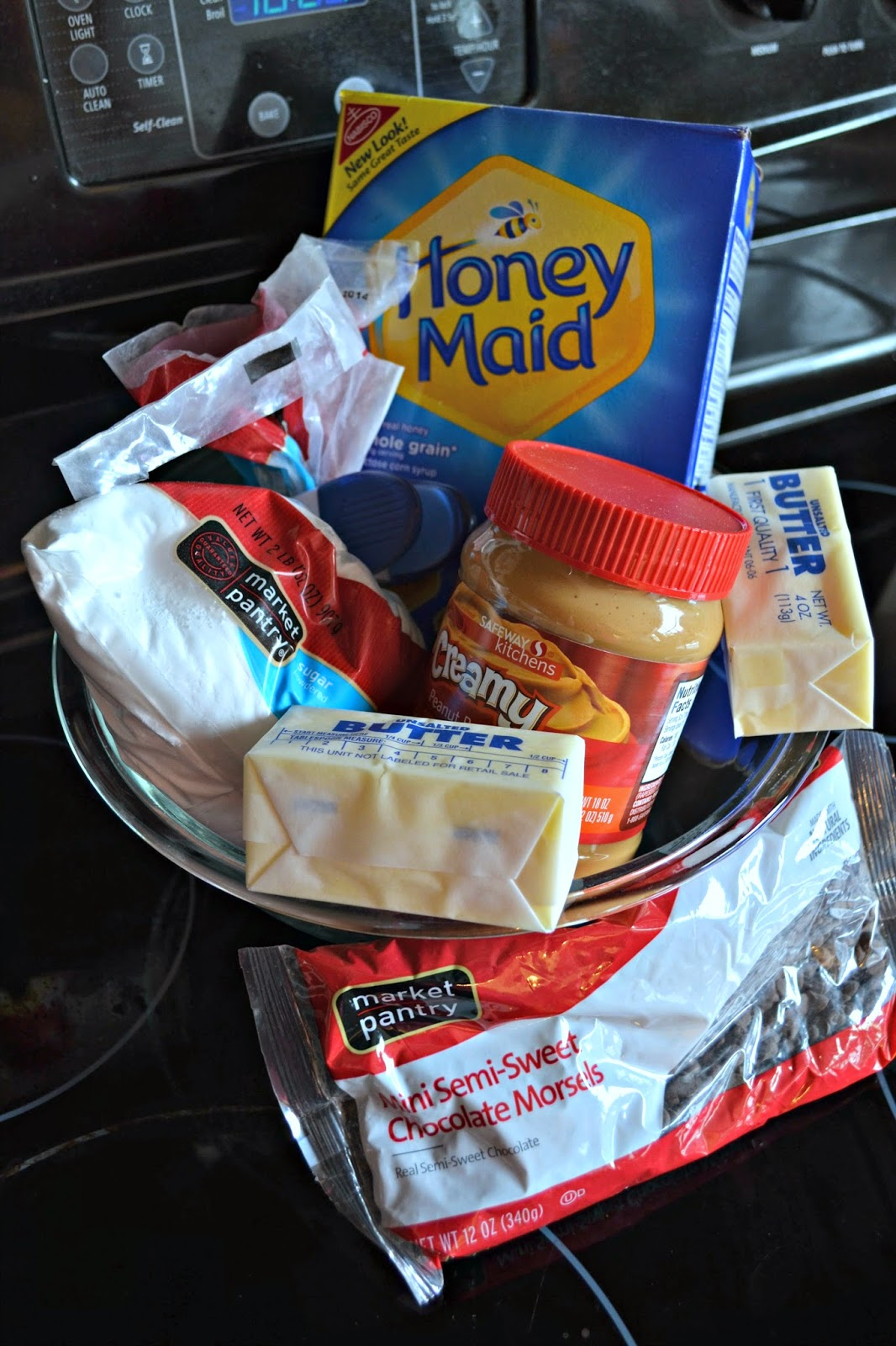 Lunch Lady Peanut Butter Bars #Recipe