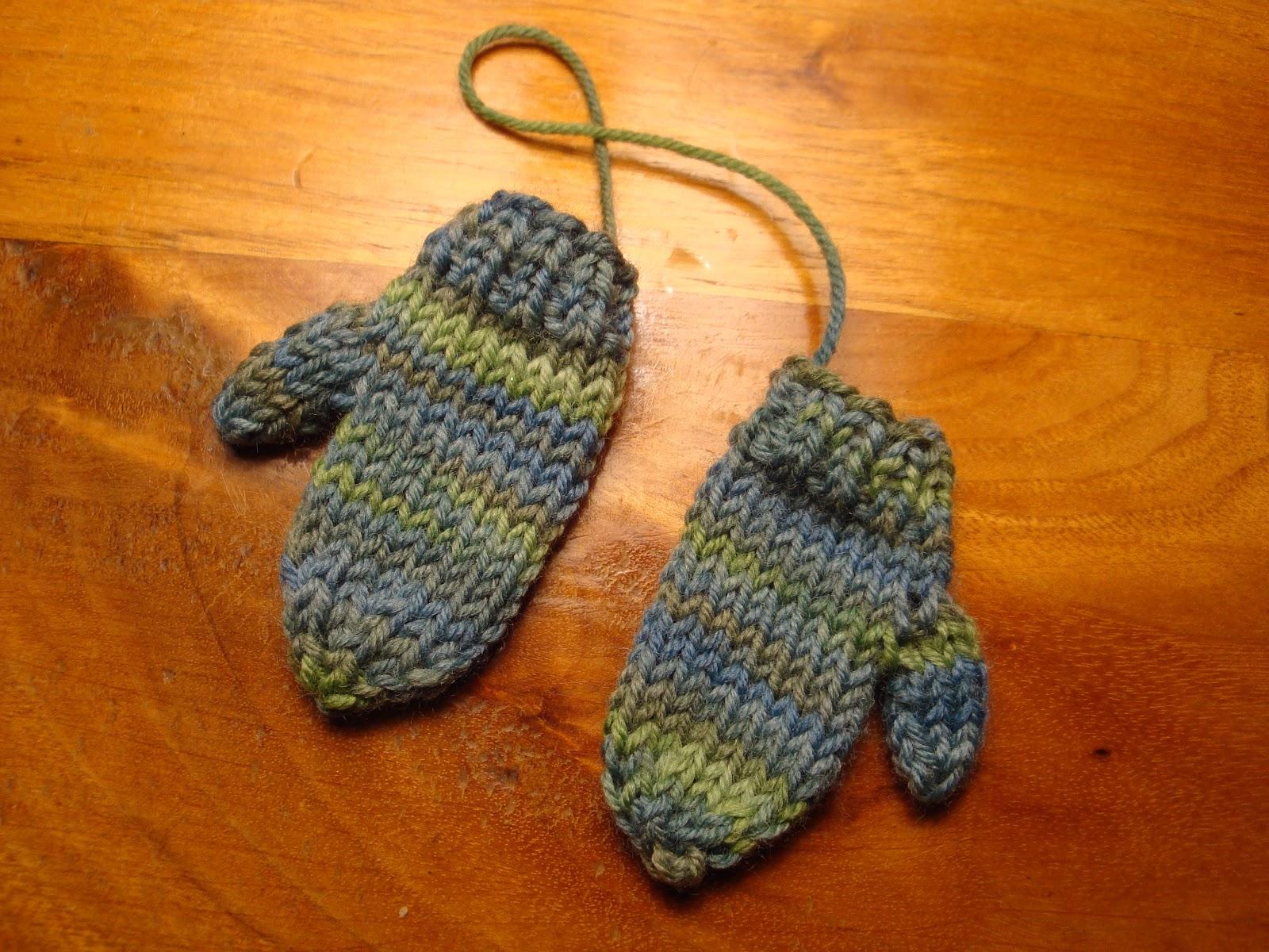 Kims Knitting Korner: Mini-Mitten Ornament: Free Pattern