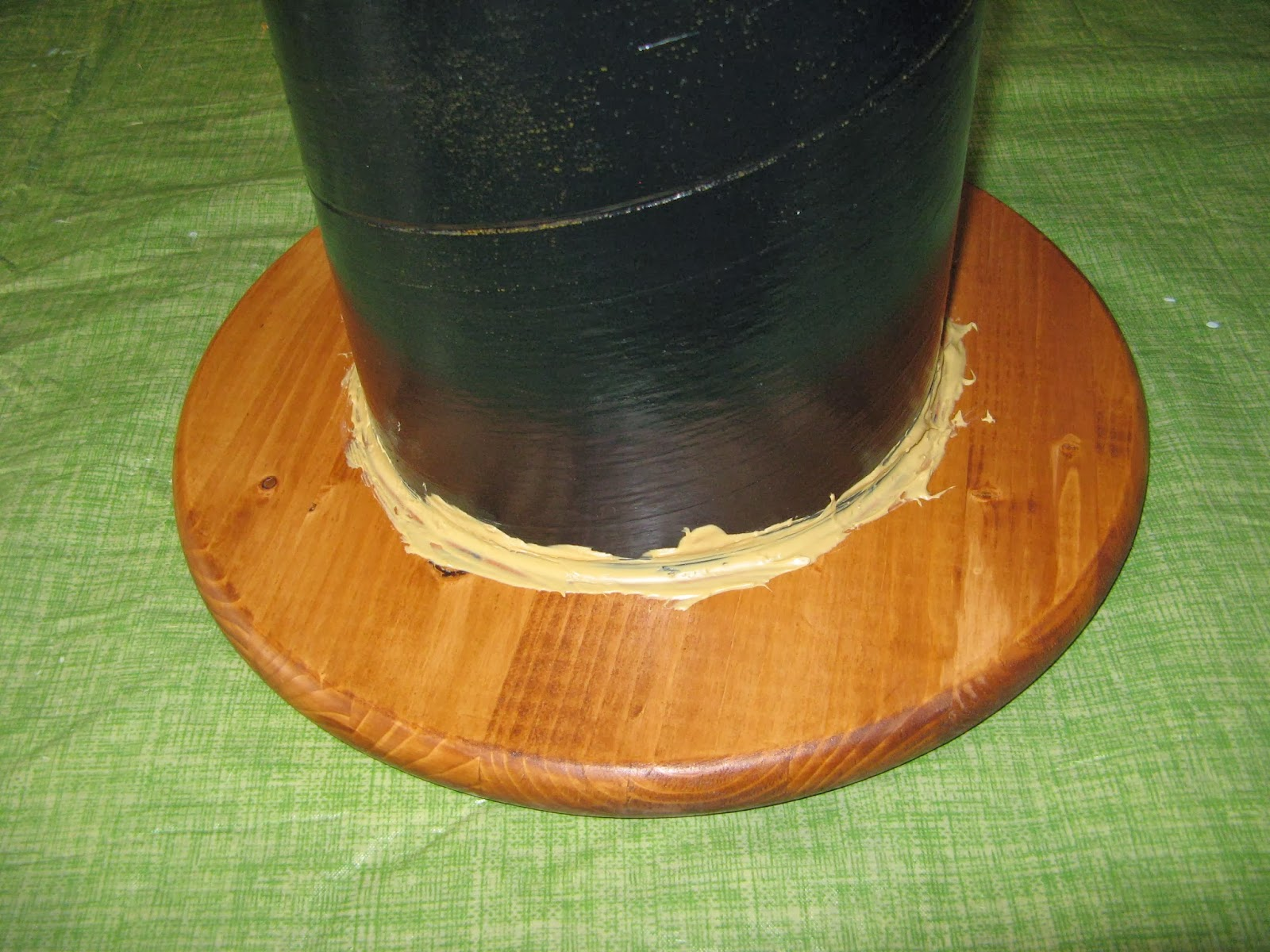 DIY Spool Table - Liquid Nails Adhesive