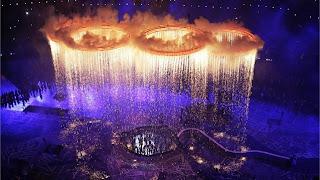 Aros olímpicos en la apertura de los Juegos de Londres