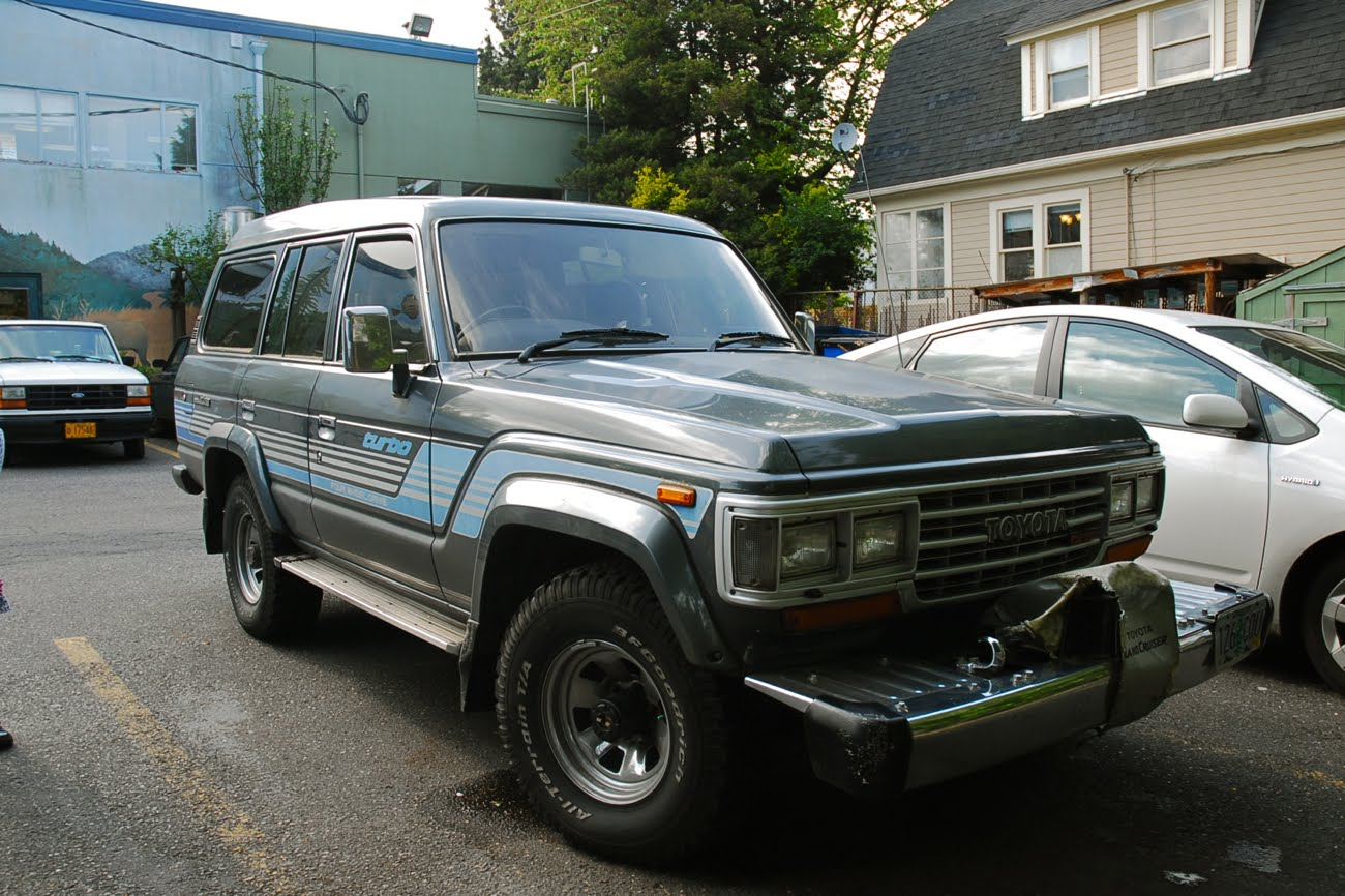 OLD PARKED CARS.: 1989 Toyota Land Cruiser HJ61.