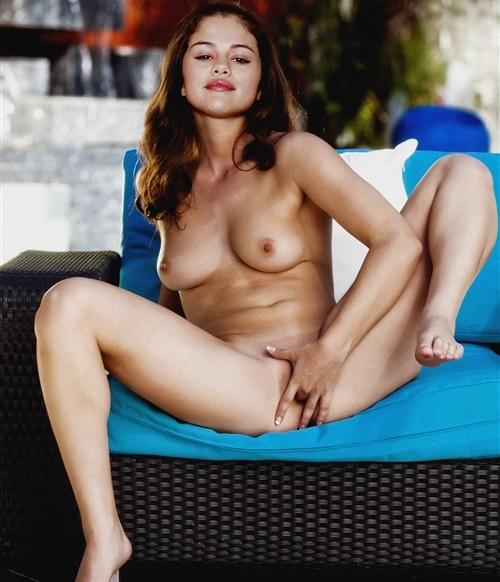Fake Selena Gomez Masturbandose
