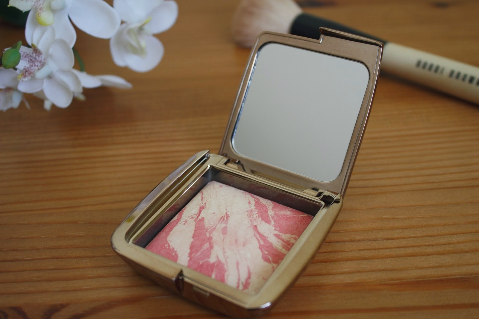Hourglass Ambient Lighting Blush in Diffused Heat Review