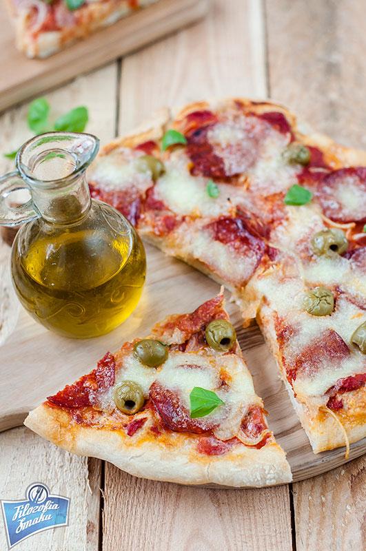 Pizza z salami przepis