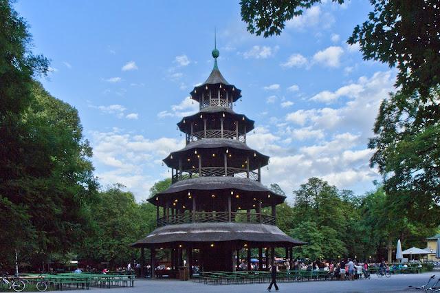 بني البرج الصيني على نموذج المعبد الكبير الموجود في الحدائق الملكية بلندن