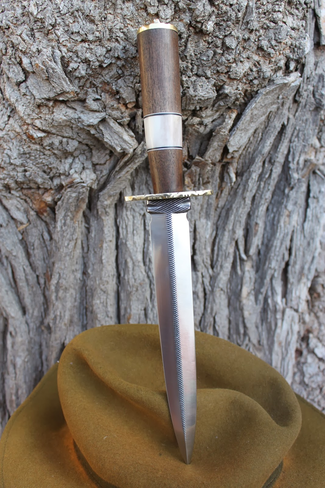 de fer et de bois une dague pour un ami chasseur. Black Bedroom Furniture Sets. Home Design Ideas