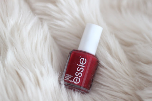 photo-beauty_best_belleza-favoritos-maituins-2015-esse-esmalte-rojo-a_list