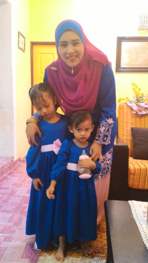 MOTHER N TWO PRINCESS
