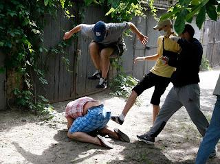 Здоровая украинская молодёжь атаковала главного киевского гомосека