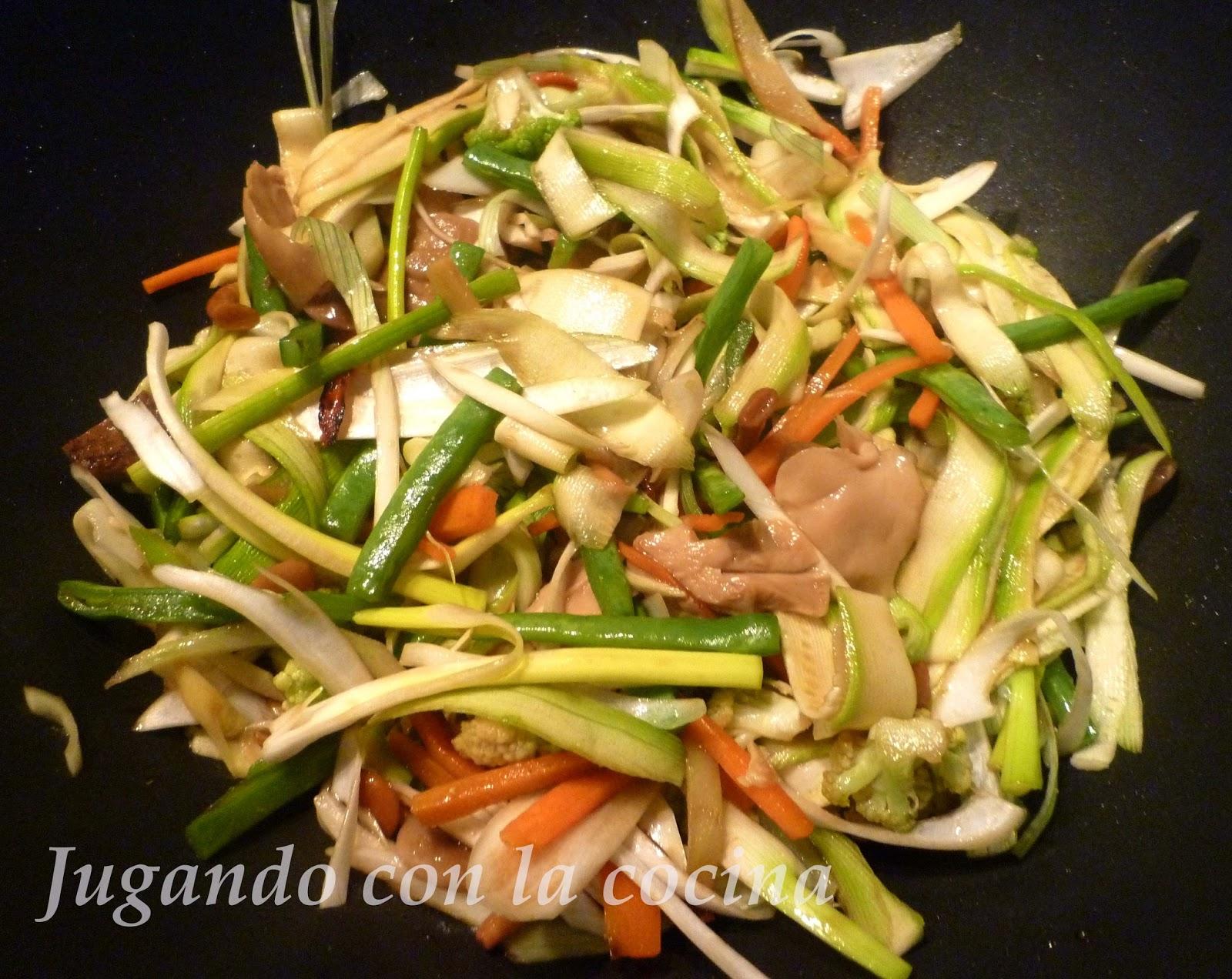 Jugando con la cocina wok oriental de verduras for Cocinar wok
